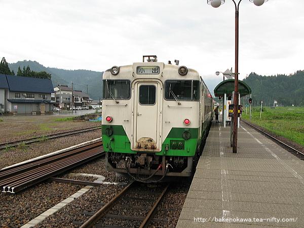 只見駅に到着したキハ40系気動車