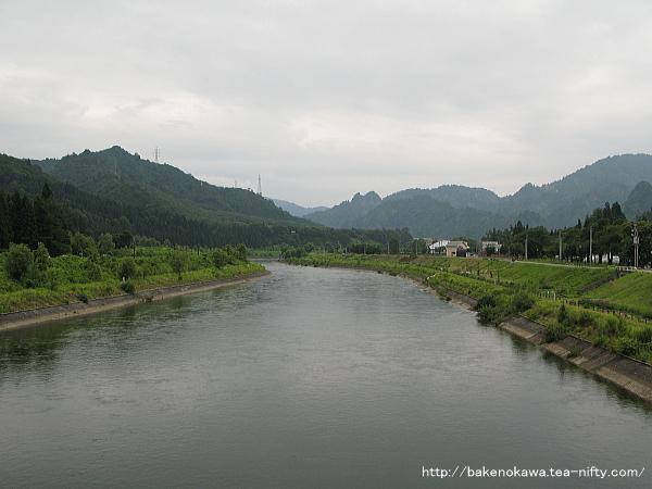 町内を流れる只見川