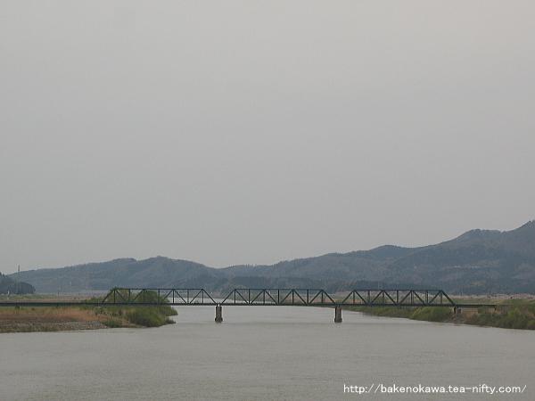 大河津橋上から見た越後線の鉄橋