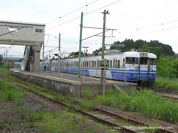 寺泊駅に到着した115系電車