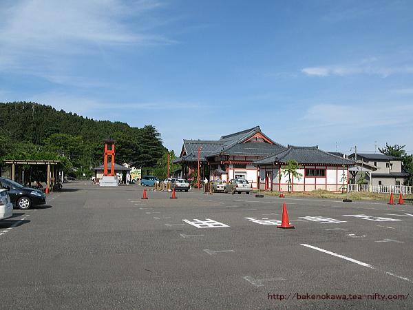 弥彦駅前広場