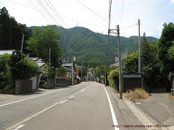 弥彦村の中心部