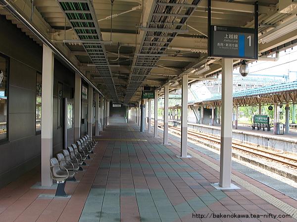 小出駅の1番ホームその1