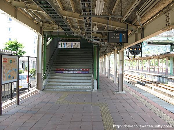 小出駅の1番ホームその5