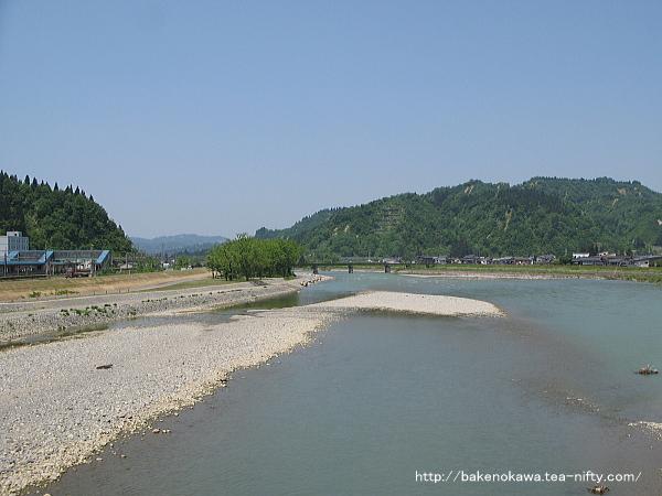 小出橋から見た魚野川その1