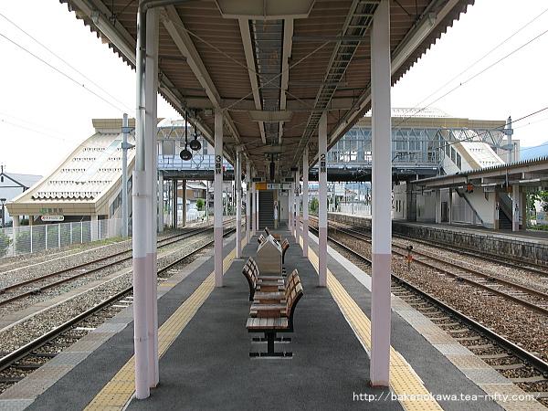 豊野駅の2-3番島式ホームその1