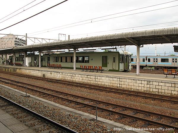 北長野駅に停車中のキハ110系気動車