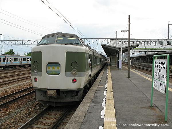 北長野駅から出発する189系電車「妙高」