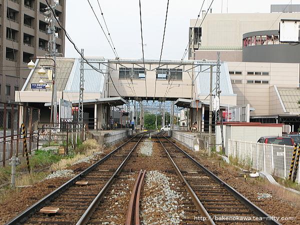 踏切から見た信濃吉田駅構内
