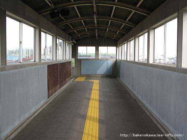 犀潟駅の跨線橋