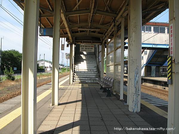 犀潟駅の島式ホームその1