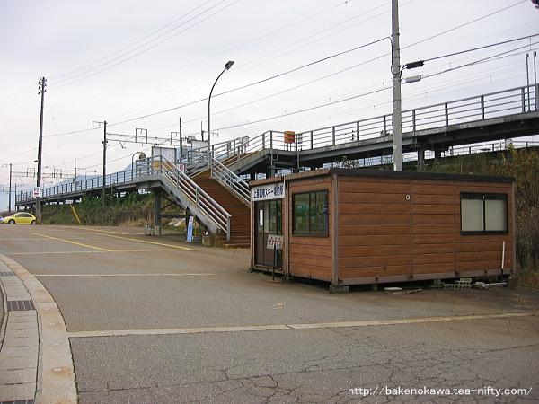 上越国際スキー場前駅の待合室その2