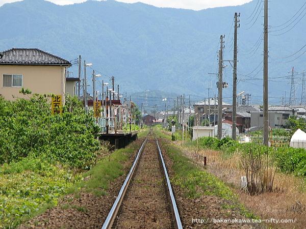 踏切から見た北五泉駅