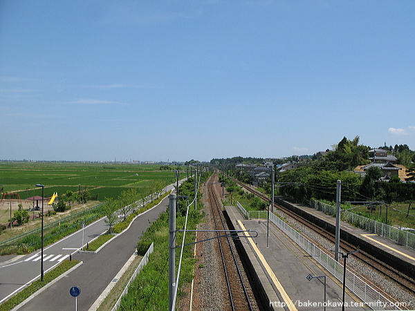 橋上駅舎から見た新津方