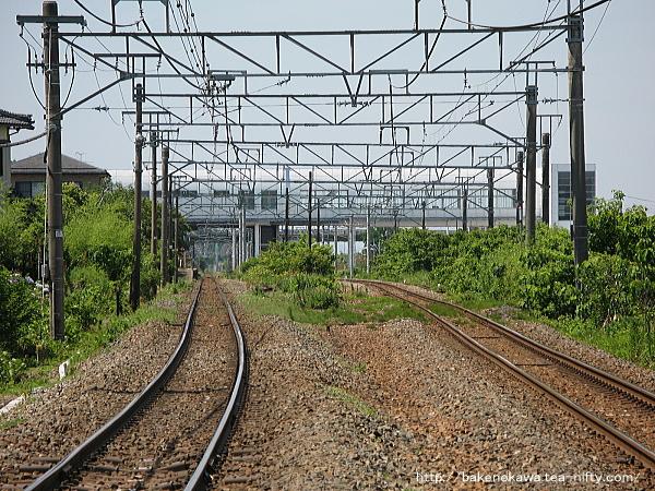 踏切から見た矢代田駅構内