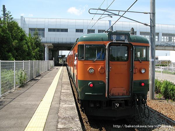 矢代田駅に到着した115系電車