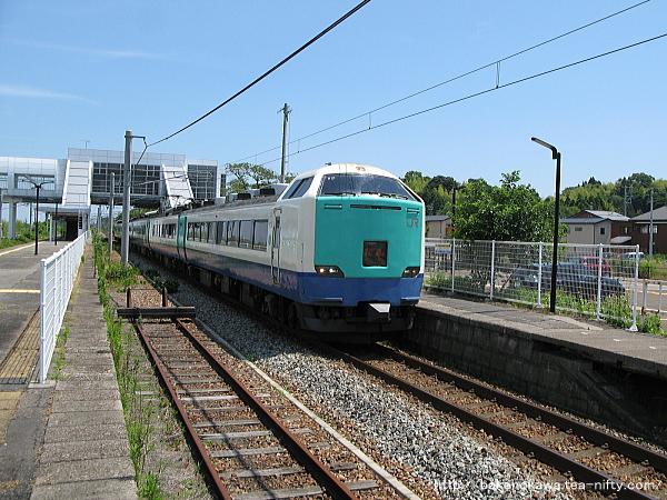 矢代田駅を通過する485系電車特急「北越」その1