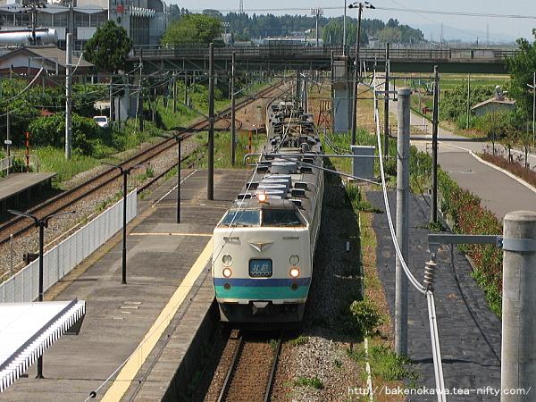 矢代田駅を通過する485系電車特急「北越」その2