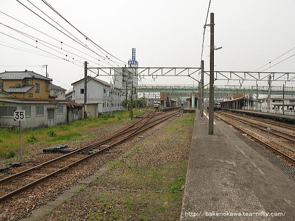 吉田駅の2-3番島式ホームその1