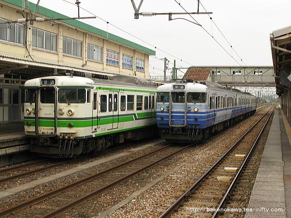 吉田駅で待機中の115系電車その1