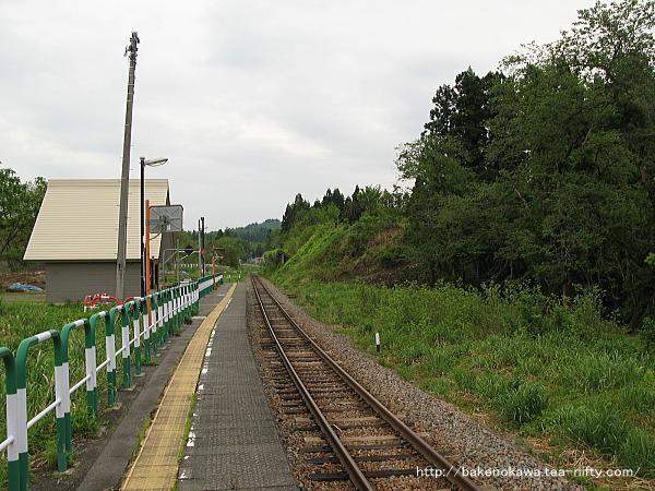 内ヶ巻駅のホームその3