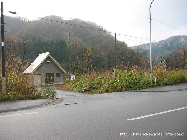 内ヶ巻駅前