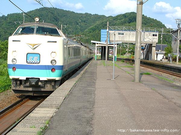 越後広田駅を通過する485系電車特急「北越」その2