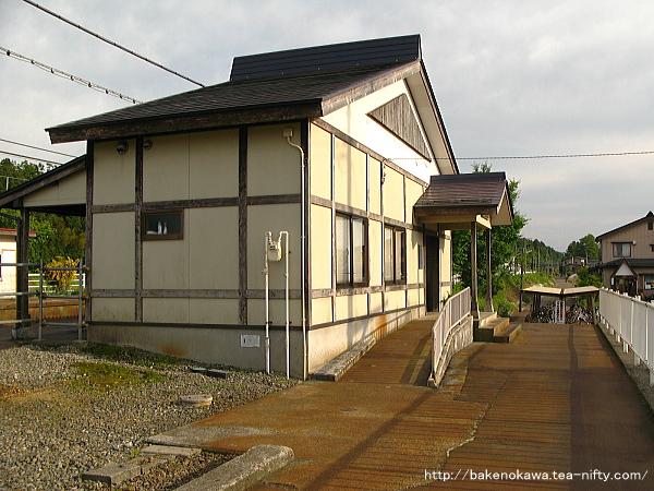 越後岩塚駅駅舎その2