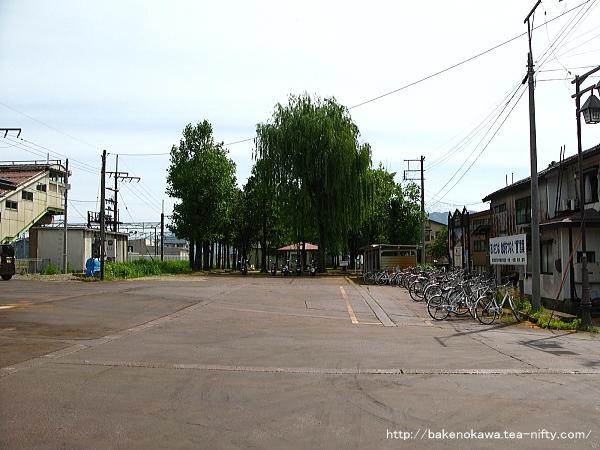 塩沢駅前広場
