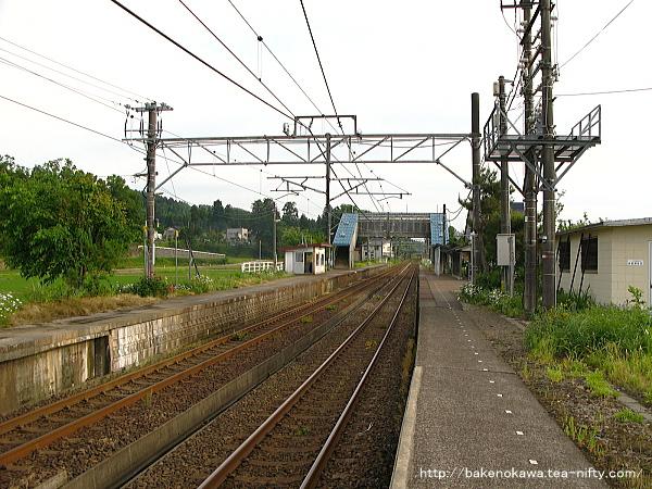 越後岩塚駅の下りホームその1