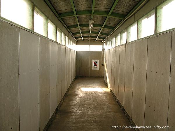 越後岩塚駅の跨線橋