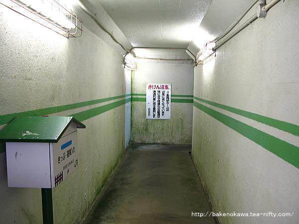 構内の地下道