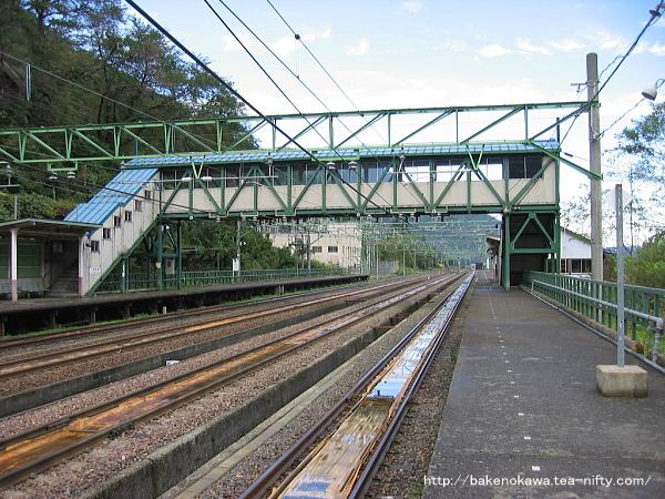 土樽駅の上りホームその6