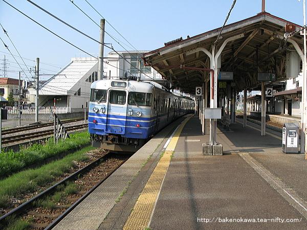 六日町駅に停車中の115系電車その2