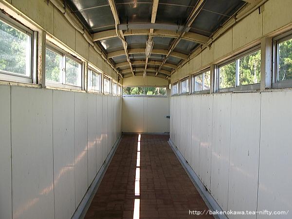 北堀之内駅の跨線橋