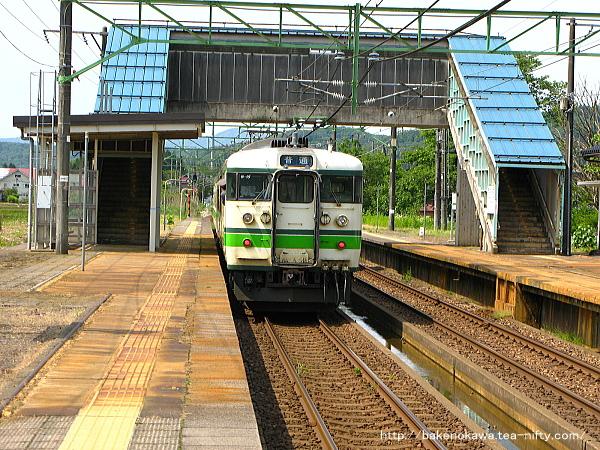 北条駅を出発した115系電車その1