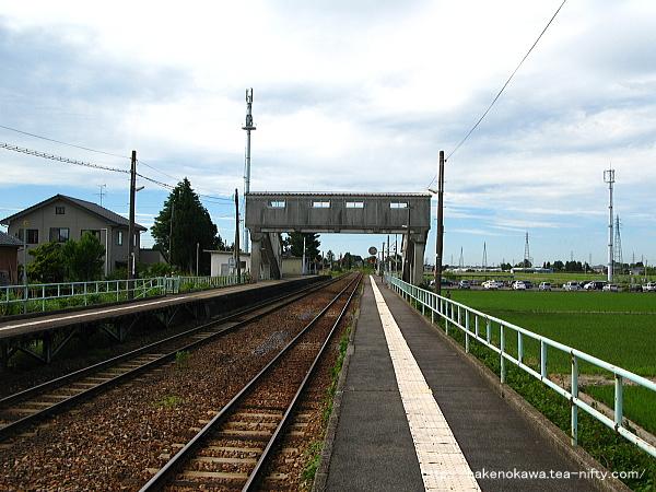 跨線橋上から見た新関駅構内その2