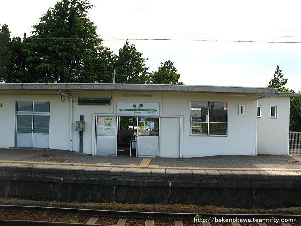 2番ホームから見た駅舎