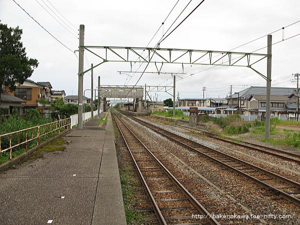 越後曽根駅の2番ホームその1