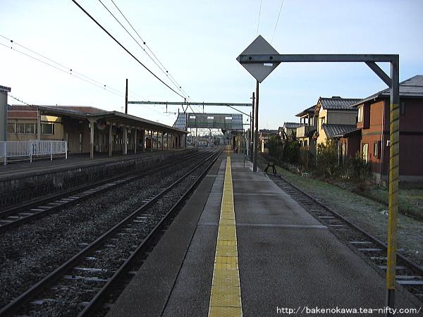 越後曽根駅の2番ホームその4