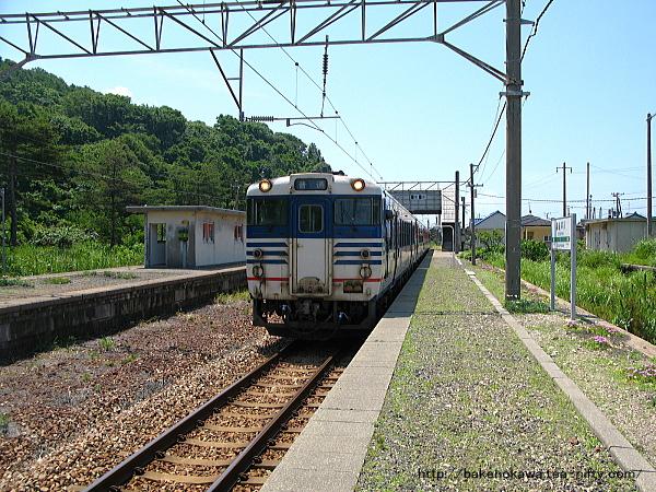 越後早川駅に停車中のキハ40系気動車