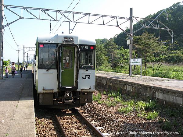 越後早川駅に停車中のキハ110系気動車