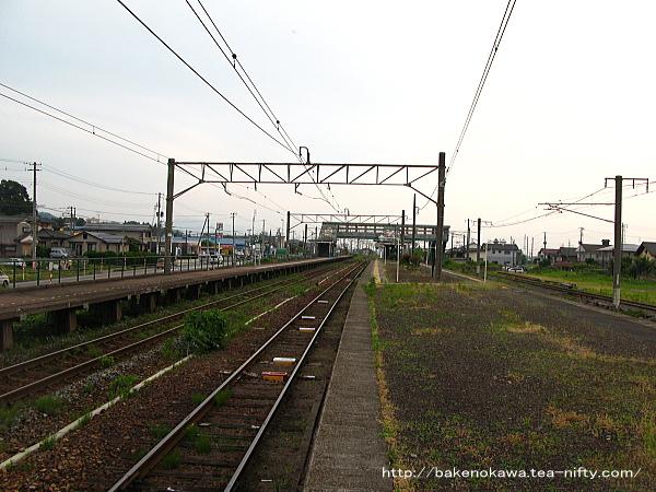 金塚駅の島式ホームその一