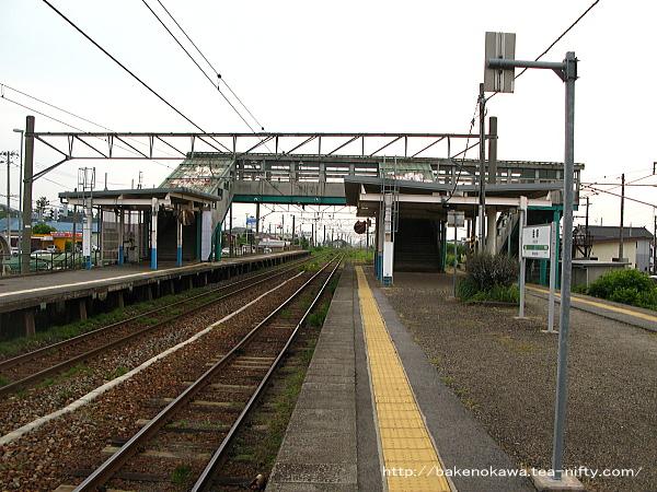 金塚駅の島式ホームその三