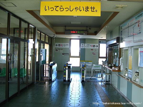 新崎駅橋上駅舎内部その一