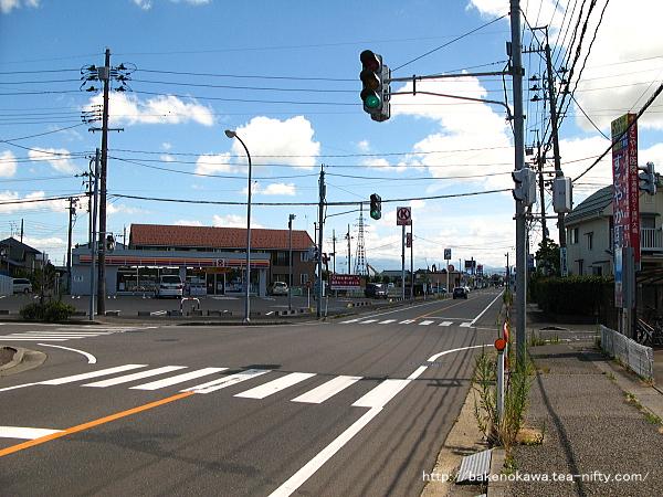 駅南口付近の県道