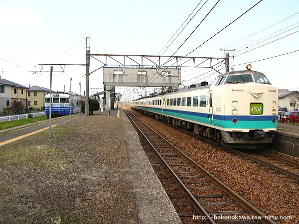 佐々木駅を通過する485系電車特急「いなほ」その二