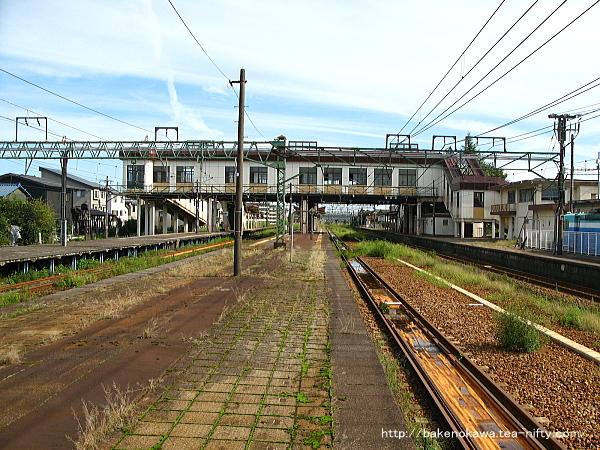 宮内駅の島式ホーム(2-3番線)その1