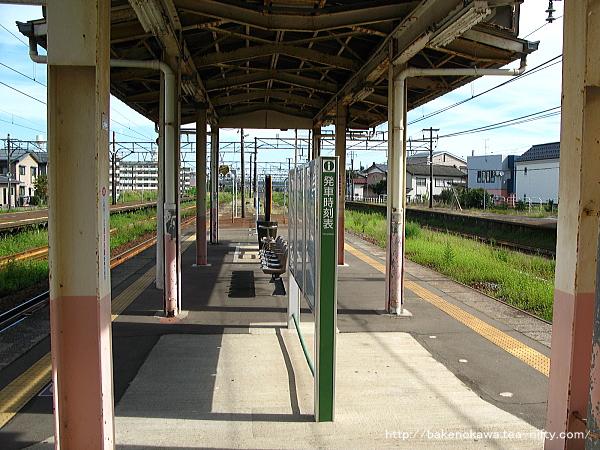 宮内駅の島式ホーム(2-3番線)その3