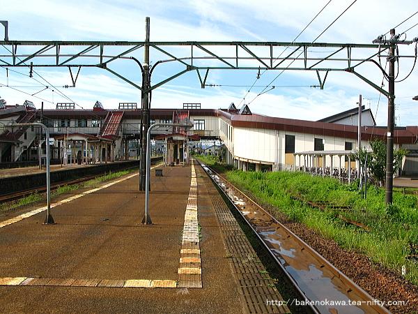 宮内駅の島式ホーム(4-5番線)その1
